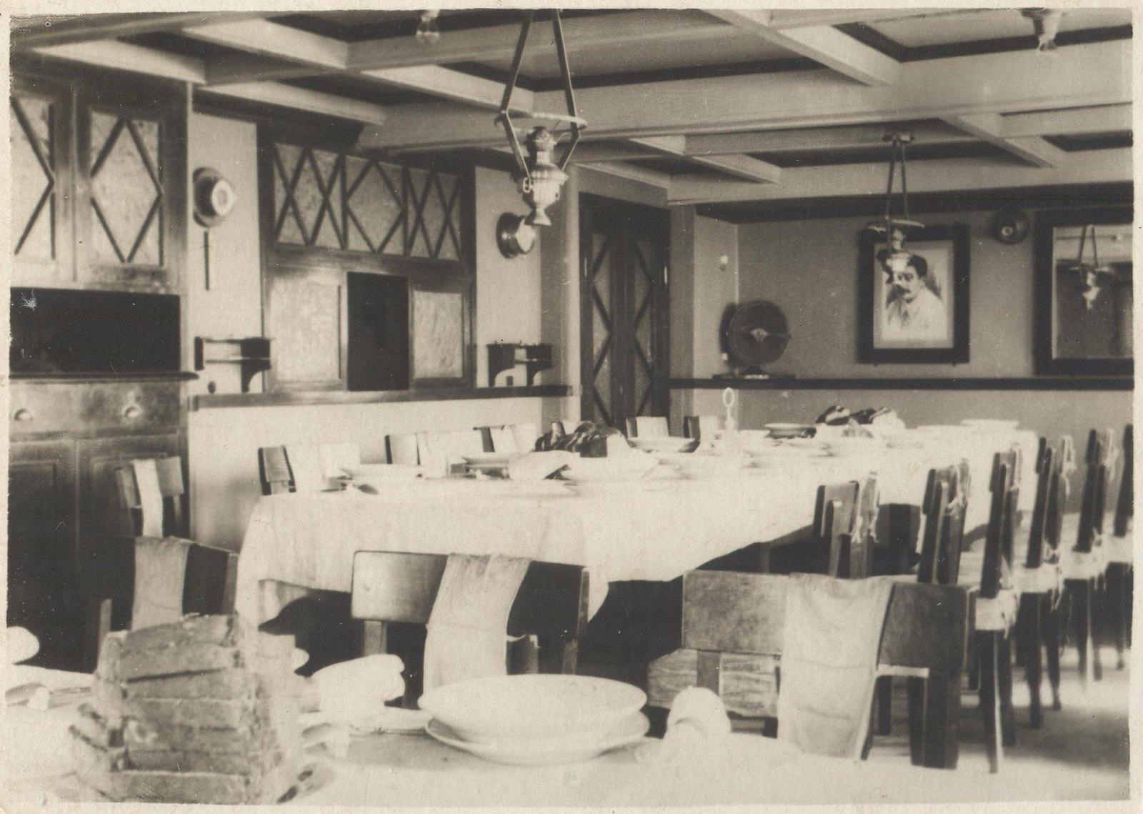 1934. Экспедиция по спасению челюскинцев. Кают-компания на судне «Смоленск»