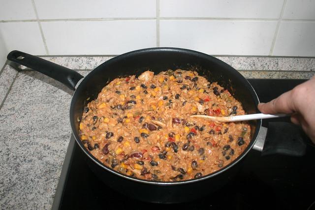 31 - Fold in corn, beans & chicken / Mais, Bohnen & Hähnchen unterheben