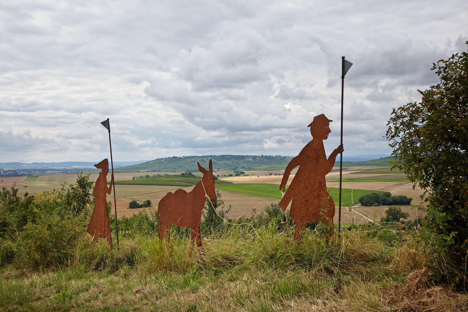 Kunst am Schildbergturm Sulzheim: Pilgergruppe