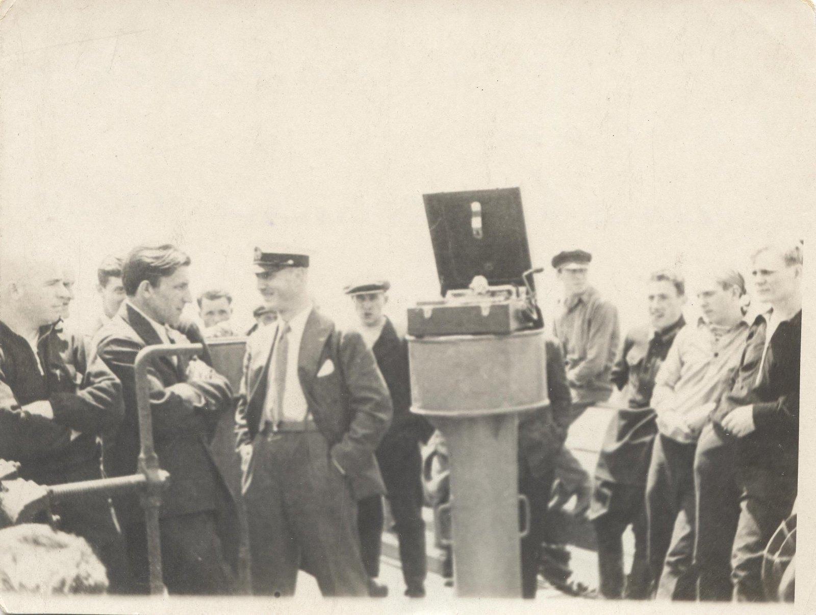 1934. Участники экспедиции по спасению челюскинцев