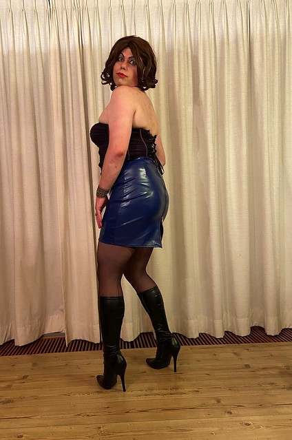 corset 'n blue leather