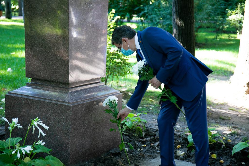 2021.08.31 Depunere de flori de Ziua Limbii Române