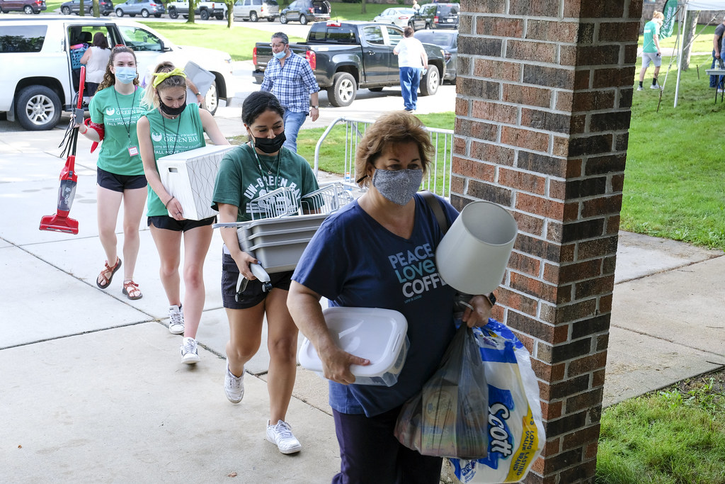 Residence Halls Move in Day 2021