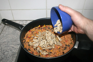 32 - Put chicken back in pan / Hähnchen zurück in die Pfanne geben