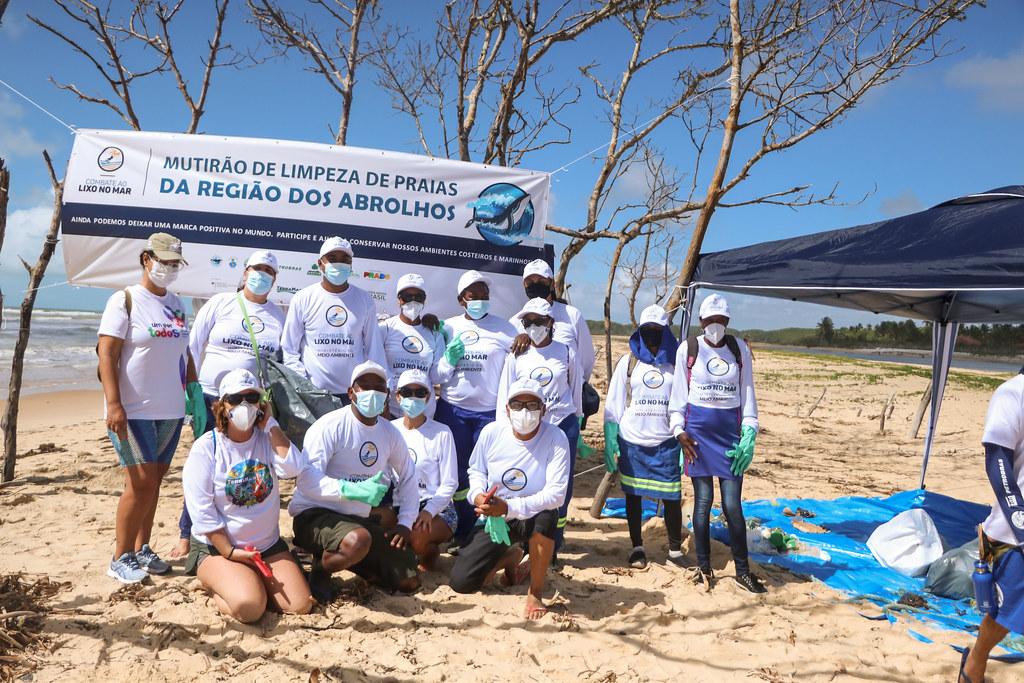 Mutirão de Limpeza de Praias da Região dos Abrolhos