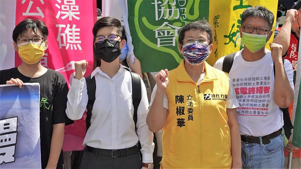 (左起)地球公民基金會研究員楊書容、環境正義基金會專案主任葉于瑄、立委陳椒華。孫文臨攝
