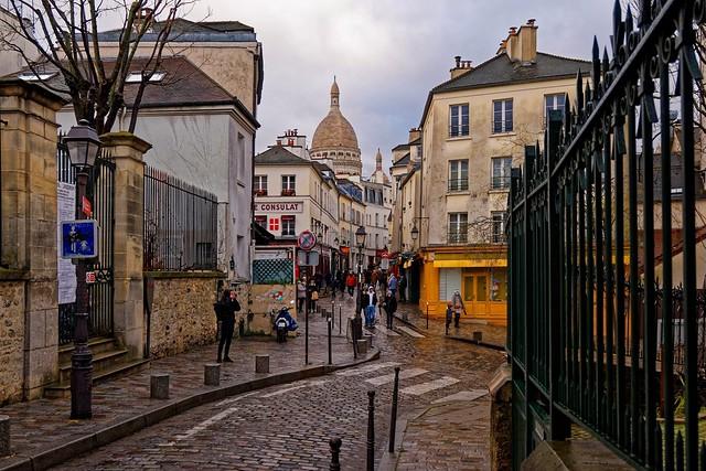 Montmarte / Rue Norvins / EXPLORE