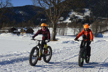 První sněhové vločky jsou pro většinu cyklistů signálem kuložení kola kzimnímu odpočinku. Ale milé dámy, zimní bikování je přece taková zábava! Ježdění na sněhu je dalším rozměrem cyklistiky, jenž přináší radost z...