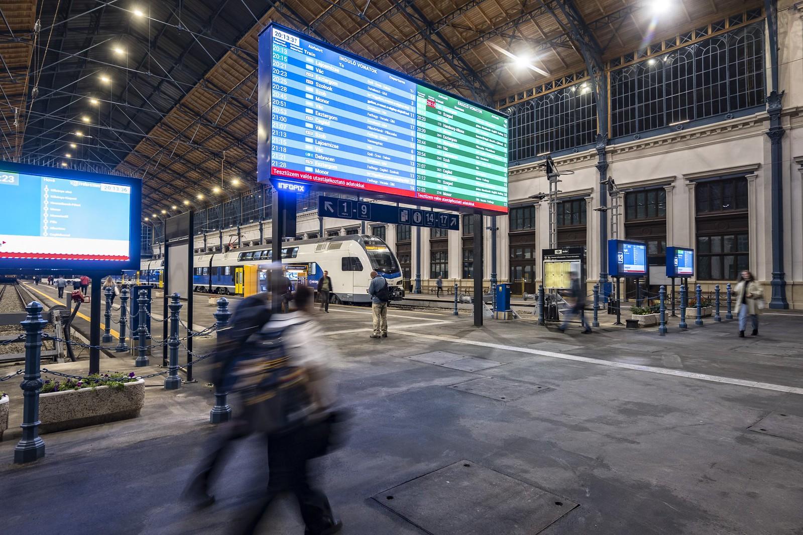 Megnyitott kedd este a Nyugati pályaudvar utascsarnoka, nagyon szép lett