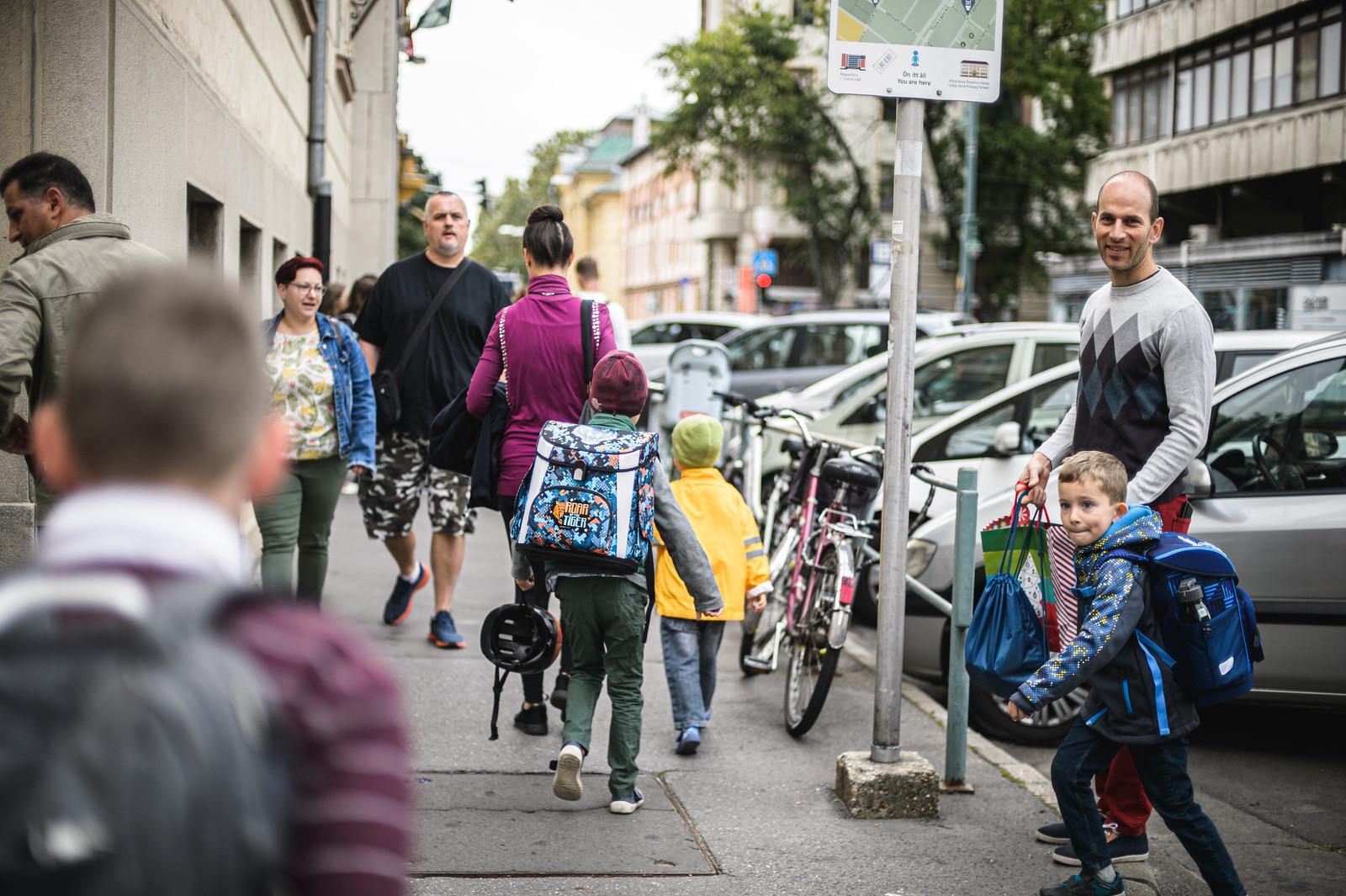 A gyerekek egy része szerint marha unalmas volt a tanévnyitó, de a jelenléti oktatásnak legtöbbjük örül