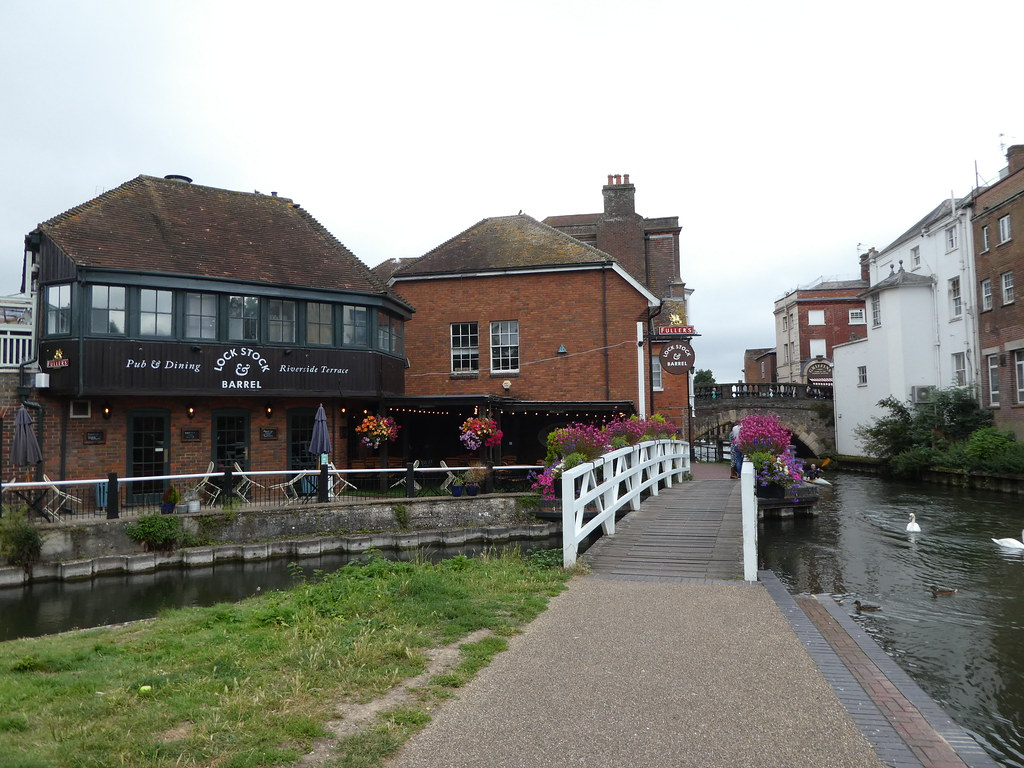 The Lock, Stock & Barrel pub on the canal bank