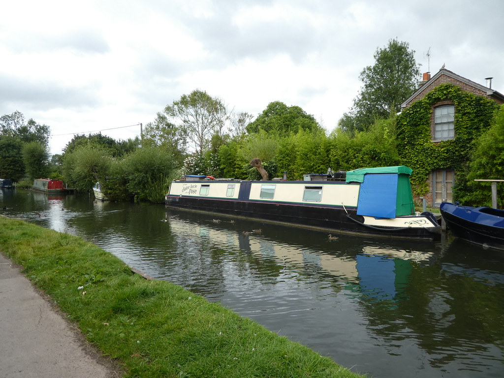 Moorings along the Kennet and Avon Canal, Newbury