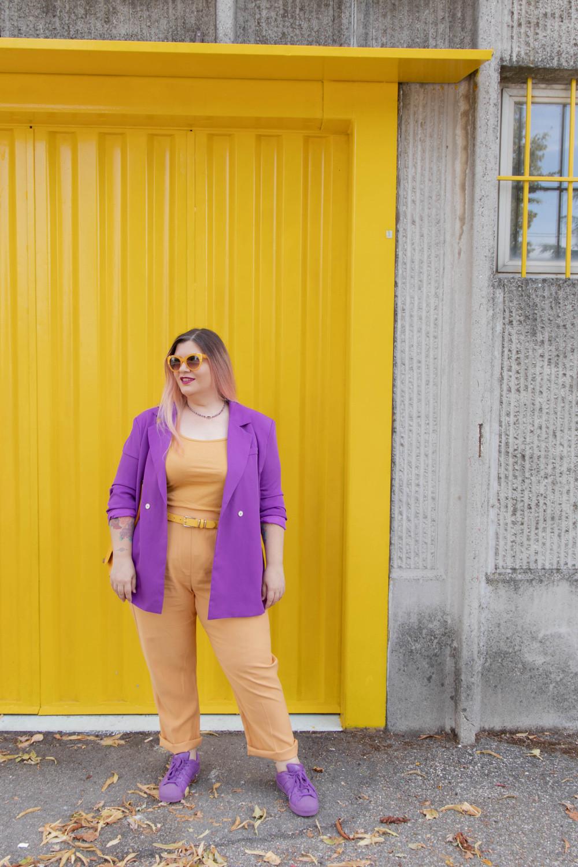 curvy color challenge viola e giallo colori complementari outfit curvy (5)