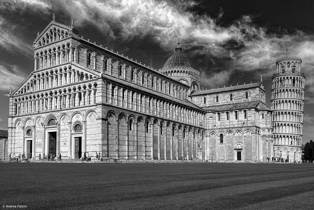 Walking through square of miracles... Pisa