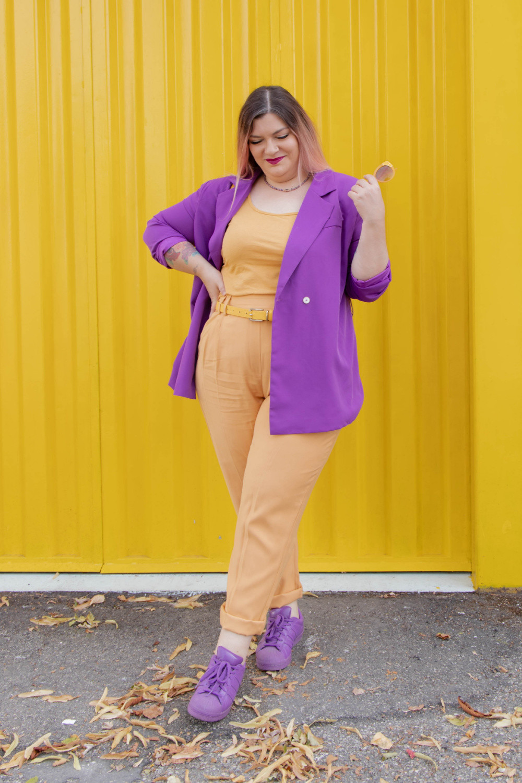 curvy color challenge viola e giallo colori complementari outfit curvy (2)