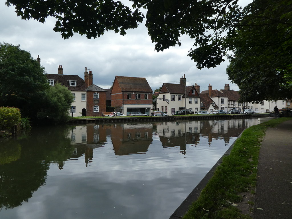 Canal side cottages, Newbury