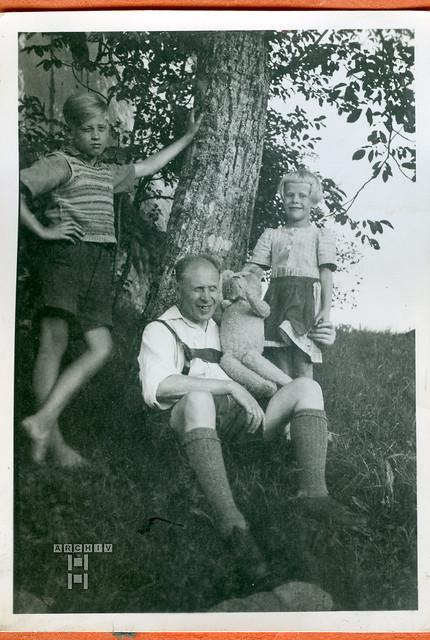 ArchivTappen24Album5m010 Vater mit Kindern, 1900-1930er