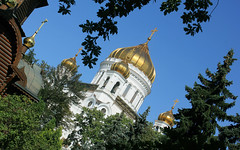 Russian Federation, Holy Moscow, the view of Cathedral of Christ the Saviour from small city park side, Soymonovsky Passage / Volkhonka street, Khamovniki district. Православнаѧ Црковь.