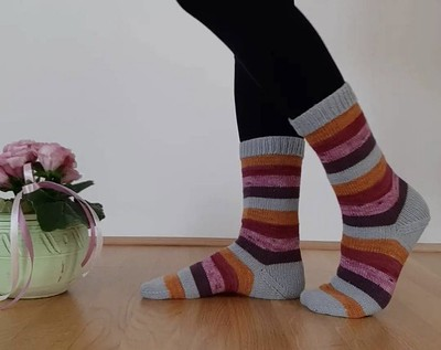 Anna (@kollar.Annie) finished a pair of Very Vanilla Socks by Jo-Anne Klim using leftovers from previous projects.