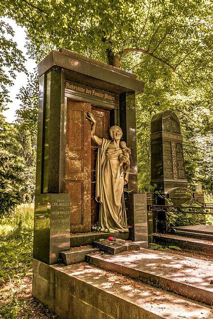 Olšany Cemetery, Prague