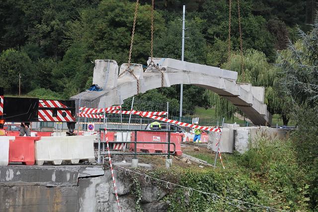 Laudioko Altzarrateko Zubia eraisteko lanak - Demolición Puente Altzarrate
