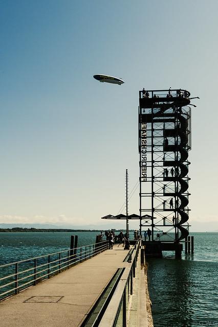 Zeppelin über Friedrichshafen