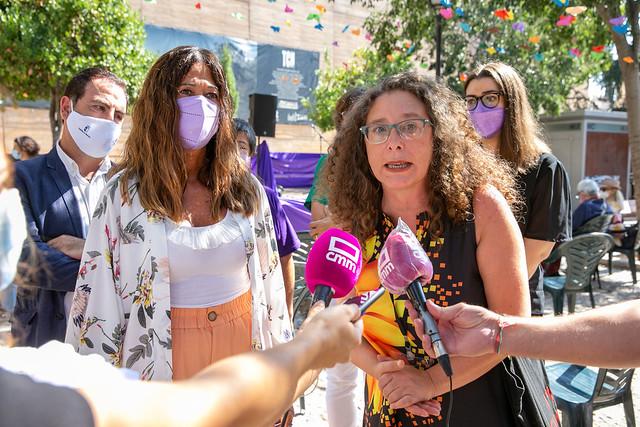 Inauguración de la 'Plaza Violeta: Poesía y Arte en femenino'