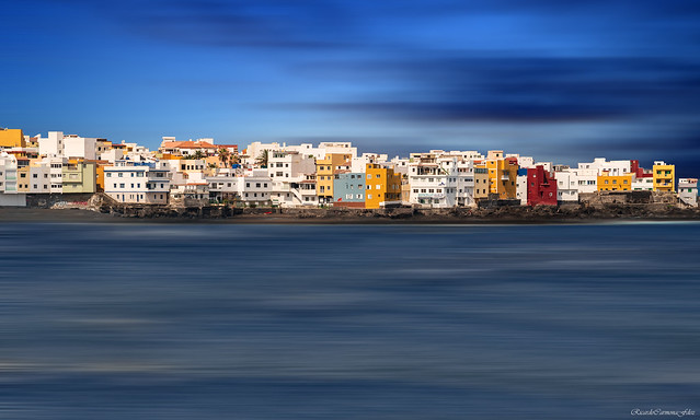 Houses on the shore - Casas sobre la orilla