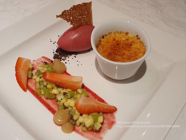 Dessert with Crème brûlée, fruits and ice-cream