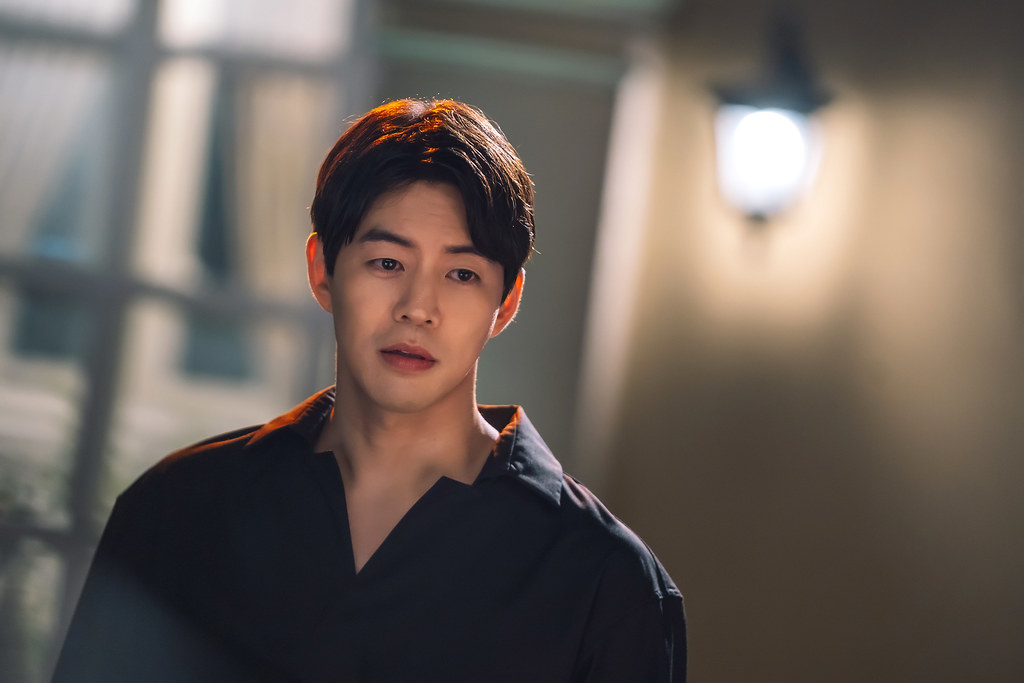 One The Woman_Lee Sang Yoon_2