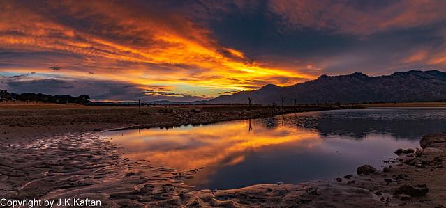 A Sunset Between Storms ......, Un Atardecer entre Tormentas......