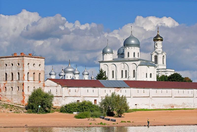 Novgorod_-_View_on_Yuriev_Monastery_from_Volkhov_02