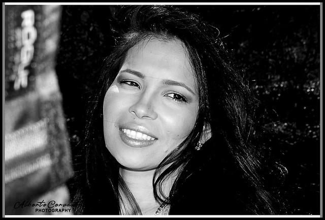 CHICA BONITA. PRETTY GIRL. NEW YORK CITY.