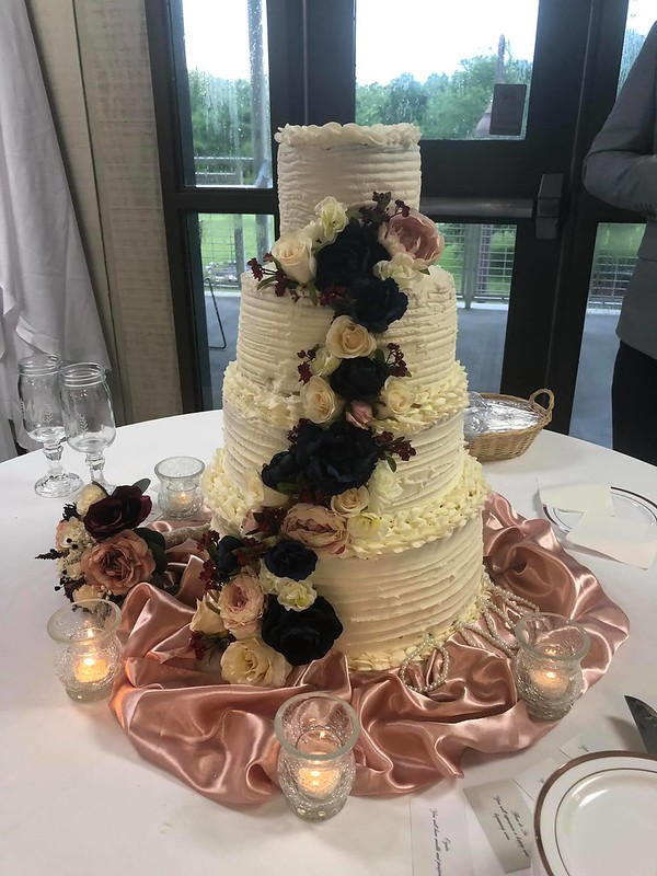 Cake by Lisa's Sweet Shop