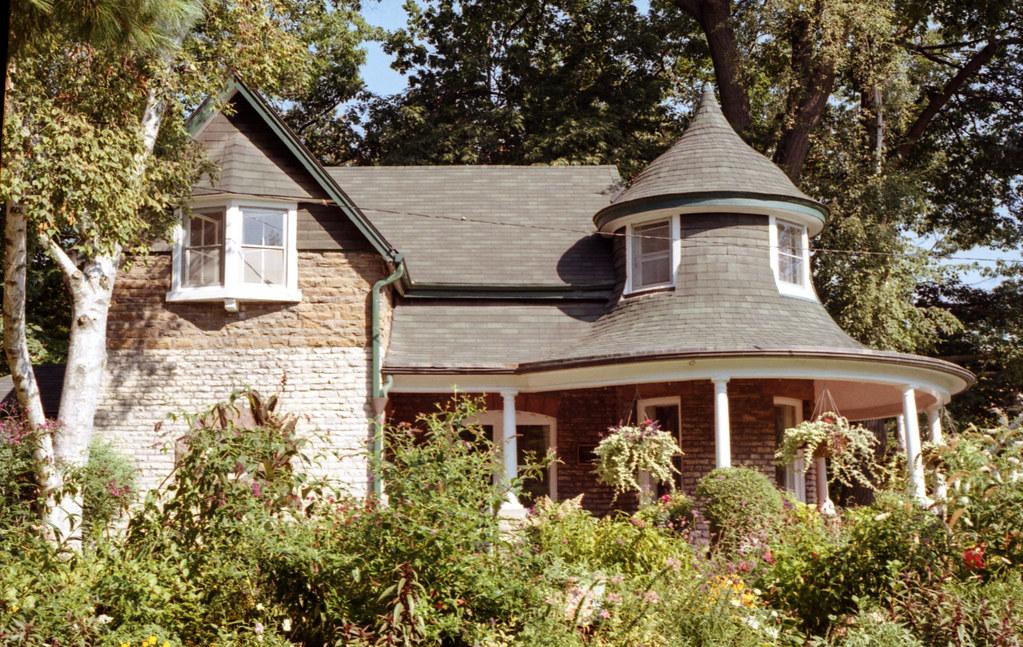 Gardiner's Cottage and Garden