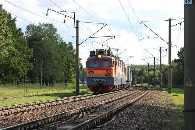 Электровоз ВЛ80С-335 с грузовым составом на перегоне путевой пост Городнянский/Хлусово.