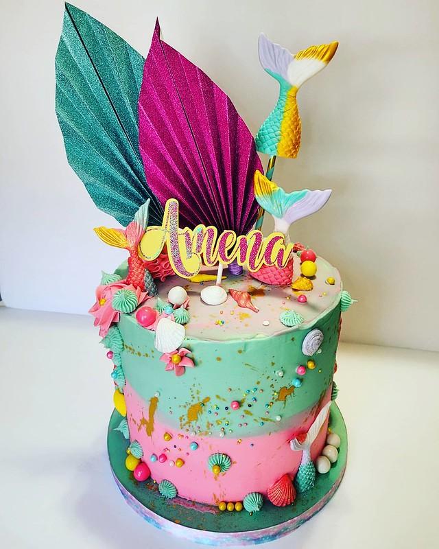 Cake by Creme de la Yum Bakery