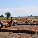 Costruzione di due classi alla scuola di Loparipar