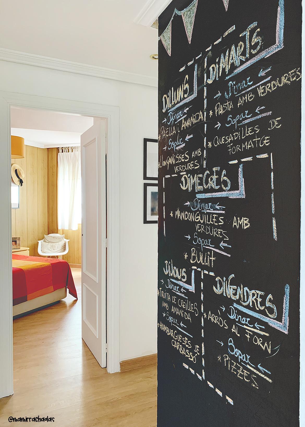 Pintar una pared de pizarra negra en casa, ¡todo un acierto!