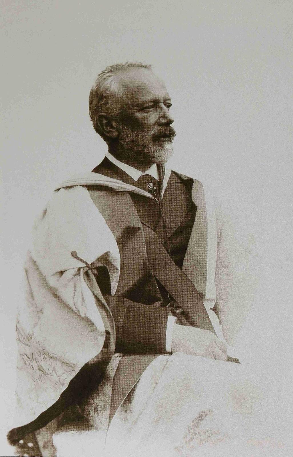 1893. Петр Ильич Чайковский в академическом костюме Кембриджского университета,
