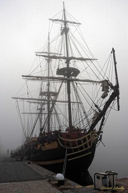 bateau dans la brume