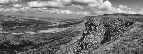 landscape cumbria yorkshiredales mallerstang mallerstangedge hangingstonesscar panorama blackwhite monochrome cloudscape clouds