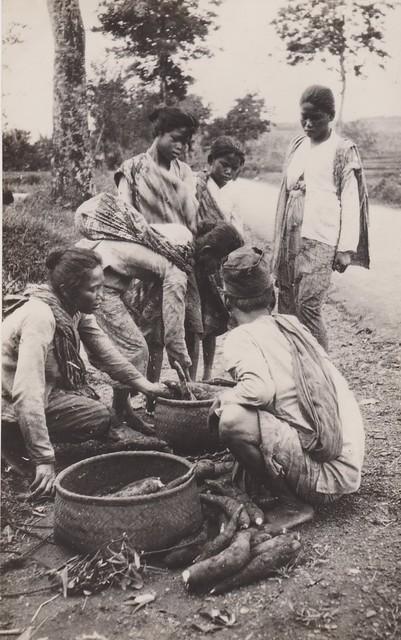 Yogyakarta - Buying vegetables, 1929
