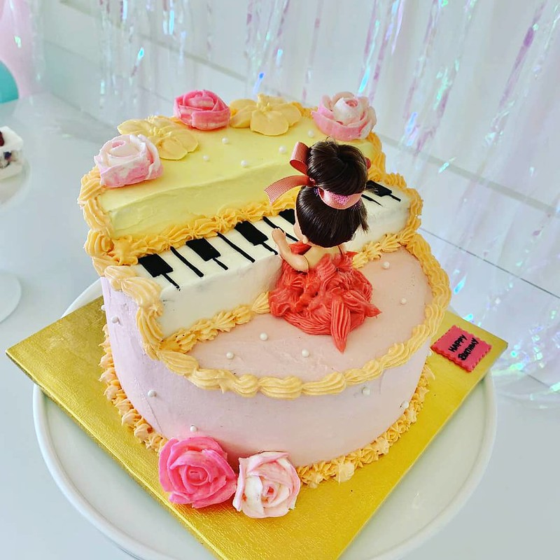 Cake by Lucia's Bake Shop