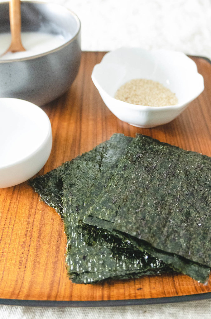All the ingredients needed to make kim bugak: Seaweed, Water, Glutinous Rice Flour Paste, Sesame Seeds, and Vegetable Oil.