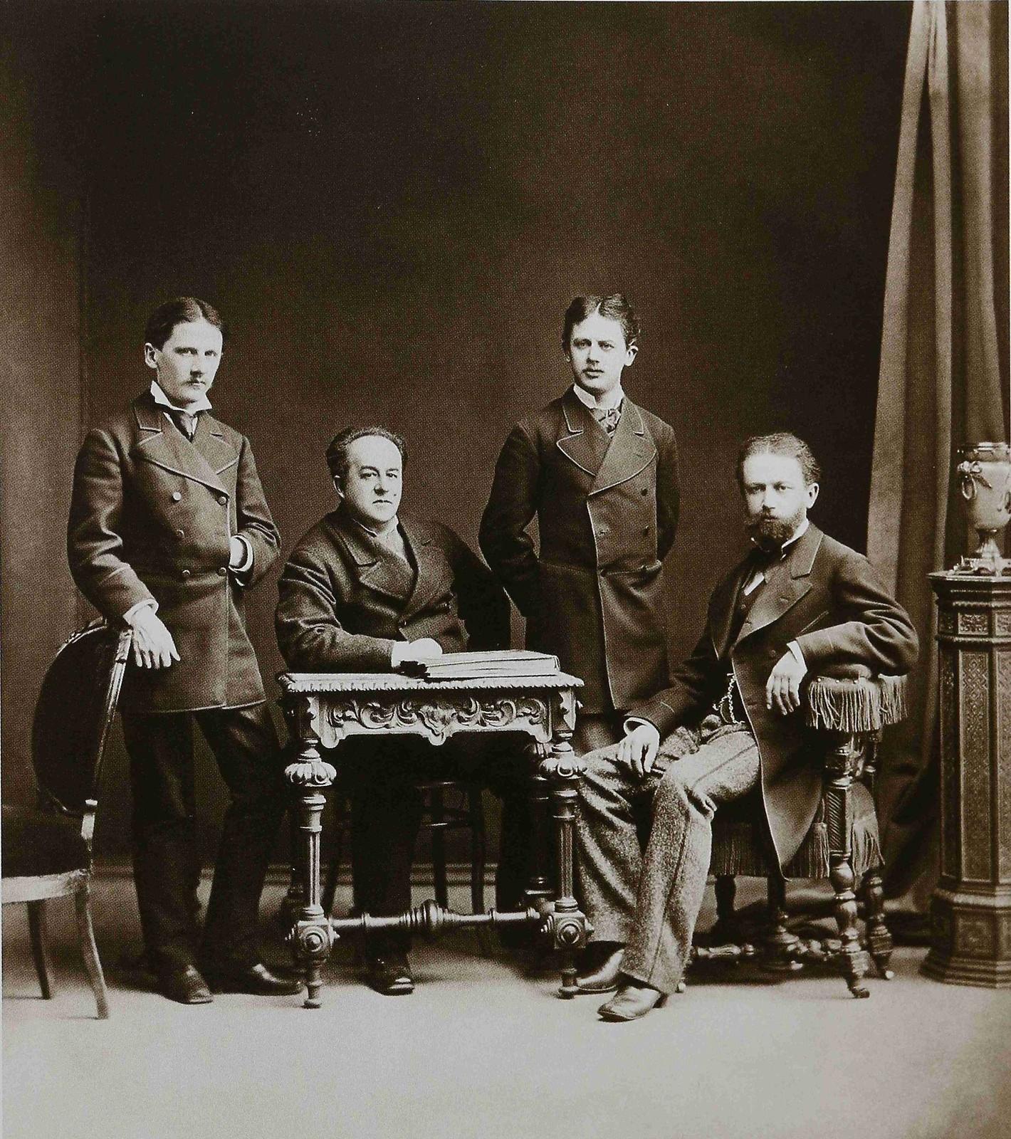 1875. Петр Ильич Чайковский (справа) с братьями Модестом и Анатолием и Н.Д. Кондратьевыми