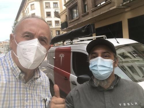 Con Andrés Flores, uno de los 3 primeros técnicos de Tesla en España