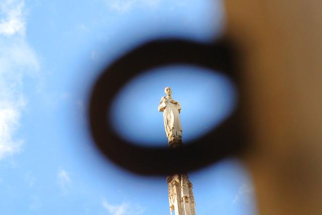 Anello con statua Milano