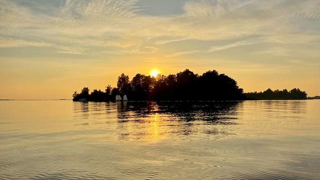 Sunset sailing (on explore)