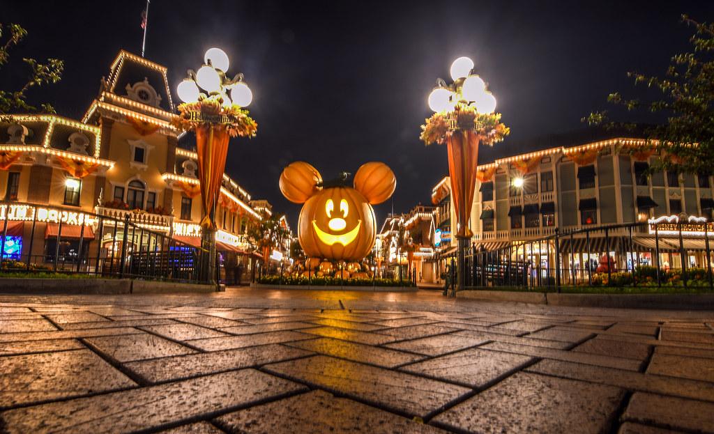 Pumpkin Mickey ground DL